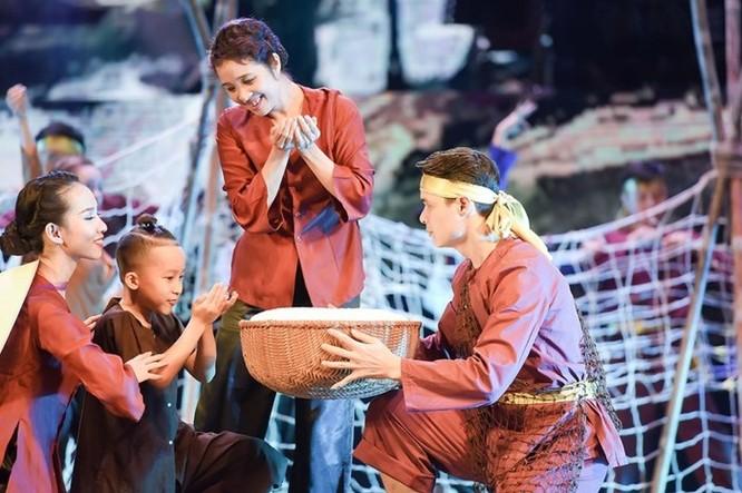 Đêm nhạc có sự tham gia của nhiều ca sĩ nổi tiếng như Khánh Linh, Tùng Dương, Quang Linh, Thanh Thanh Hiền...
