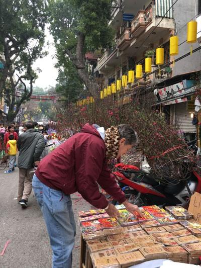 Chợ hoa Hàng Lược nhộn nhịp những ngày cuối năm ảnh 4