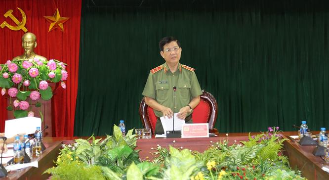 Thứ trưởng Nguyễn Văn Sơn phát biểu tại buổi làm việc.