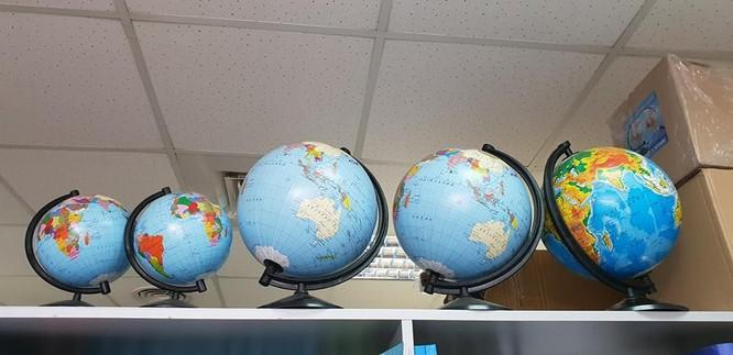 """Quả địa cầu """"hô biến"""" các tỉnh biên giới phía bắc Việt Nam vẫn được bày bán tại các cửa hàng thiết bị học tập ảnh 3"""