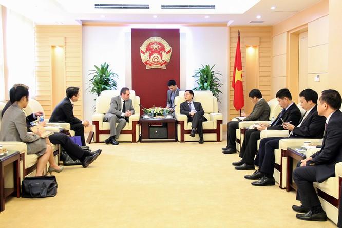 Quyền bộ trưởng Nguyễn Mạnh Hùng: Mobifone hội đủ yếu tố tiên phong chuyển đổi số ảnh 1