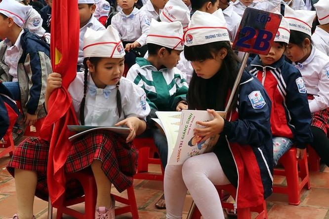 Phó Thủ tướng mừng tuổi hơn 500 bản sách về STEM cho học sinh tiểu học ảnh 1