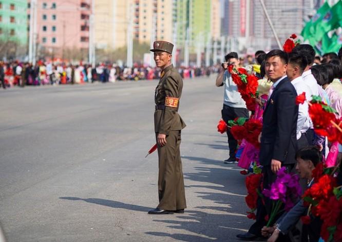 """""""Vén màn"""" cuộc sống của người Triều Tiên qua lăng kính Đại tá QĐND Việt Nam ảnh 2"""