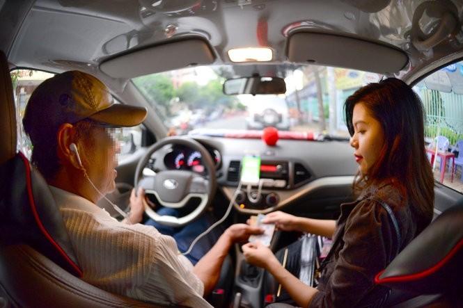 """Hiệp hội taxi và Grab lại """"đại chiến"""" chuyện """"đeo mào"""" ảnh 1"""