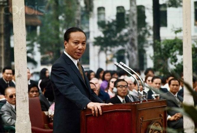 """Wayen đã trách cứ Thiệu bằng những lời lẻ gay gắt, miệt thị: """"Sự sụp đổ của quân đội Sài Gòn đã gây cho người Mỹ ấn tượng kinh ngạc về sự thất bại và hèn nhát""""."""