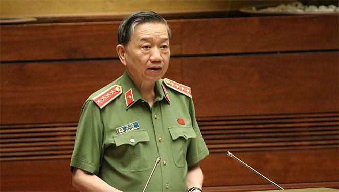 Bộ trưởng Bộ Công an Tô Lâm trình bày tờ trình dự án Luật Xuất cảnh, nhập cảnh của công dân Việt Nam