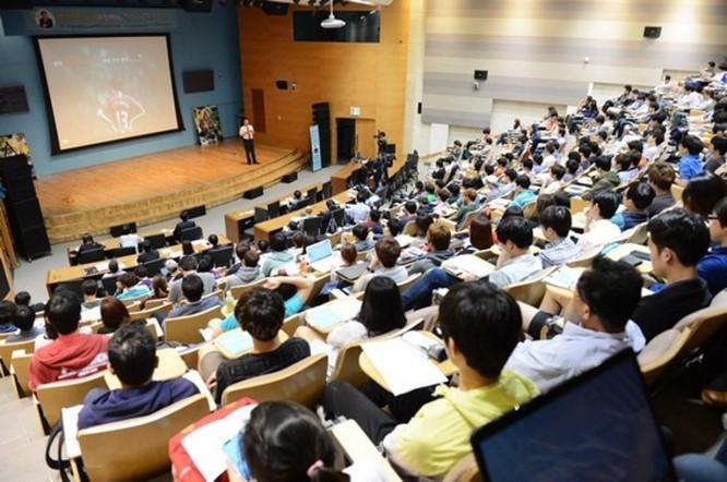 """Giáo dục đại học """"chui"""", thúc đẩy cuộc đua """"bằng cấp"""" ảnh 1"""