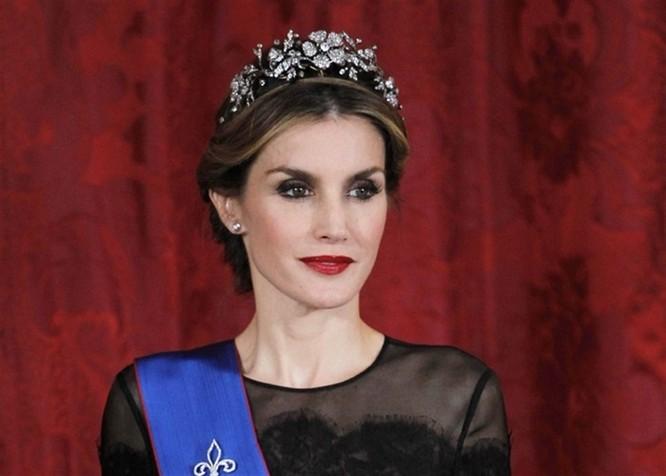 Những nàng công chúa hoàng gia xinh đẹp và quyền lực nhất thế giới ảnh 10