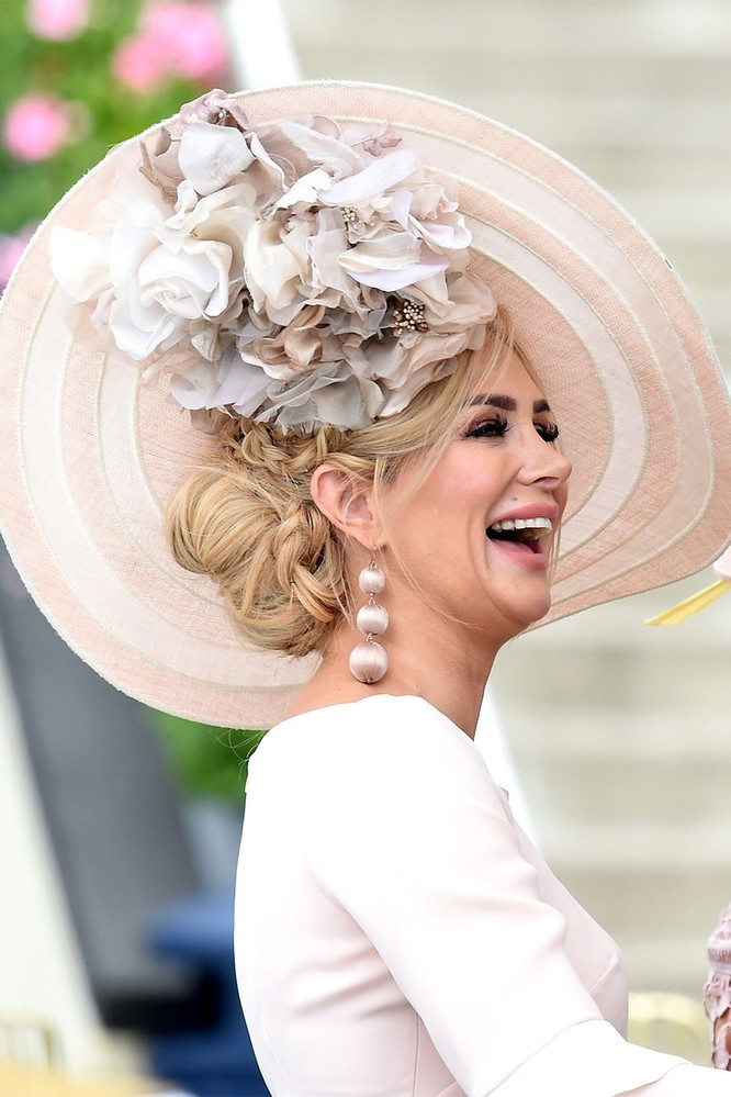 Những chiếc mũ gây ấn tượng nhất từ Royal Ascot 2019 ảnh 14