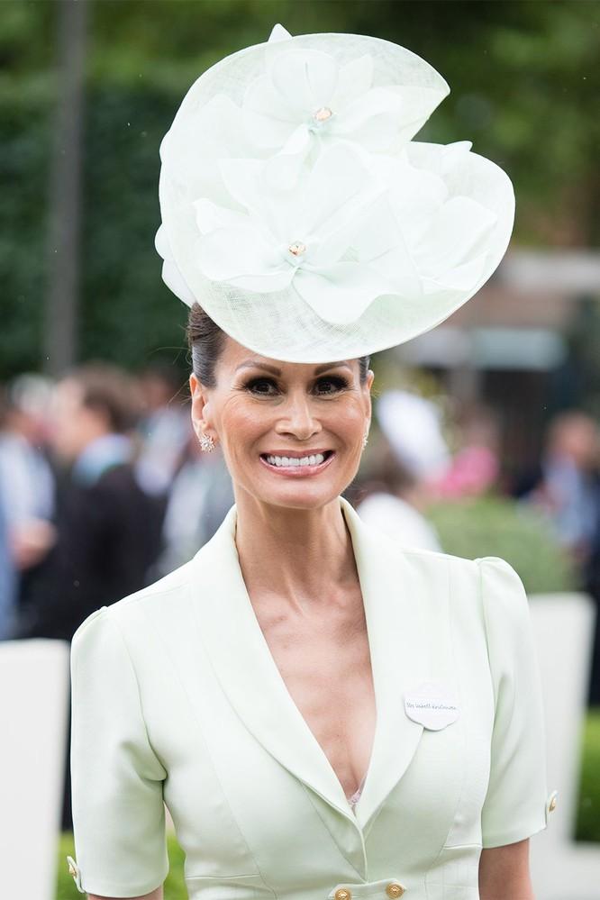 Những chiếc mũ gây ấn tượng nhất từ Royal Ascot 2019 ảnh 15