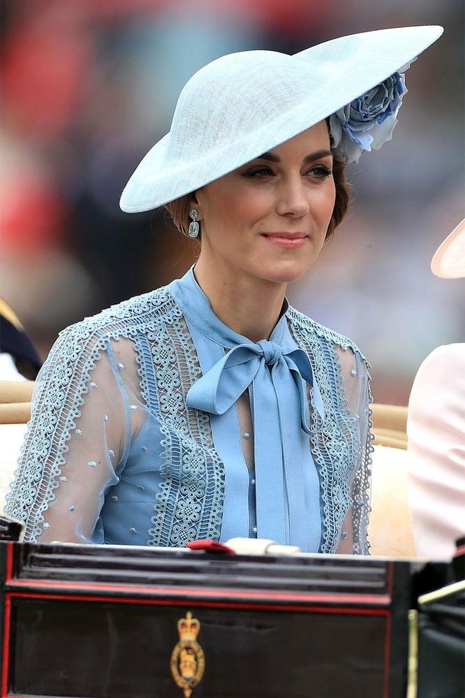 Những chiếc mũ gây ấn tượng nhất từ Royal Ascot 2019 ảnh 1