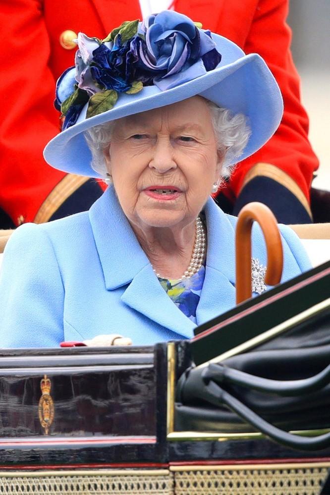 Những chiếc mũ gây ấn tượng nhất từ Royal Ascot 2019 ảnh 4