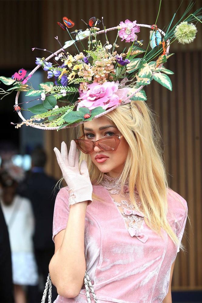 Những chiếc mũ gây ấn tượng nhất từ Royal Ascot 2019 ảnh 5