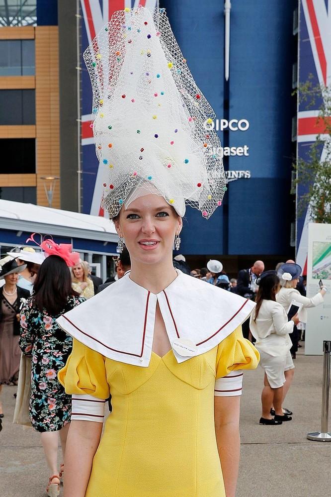 Những chiếc mũ gây ấn tượng nhất từ Royal Ascot 2019 ảnh 6