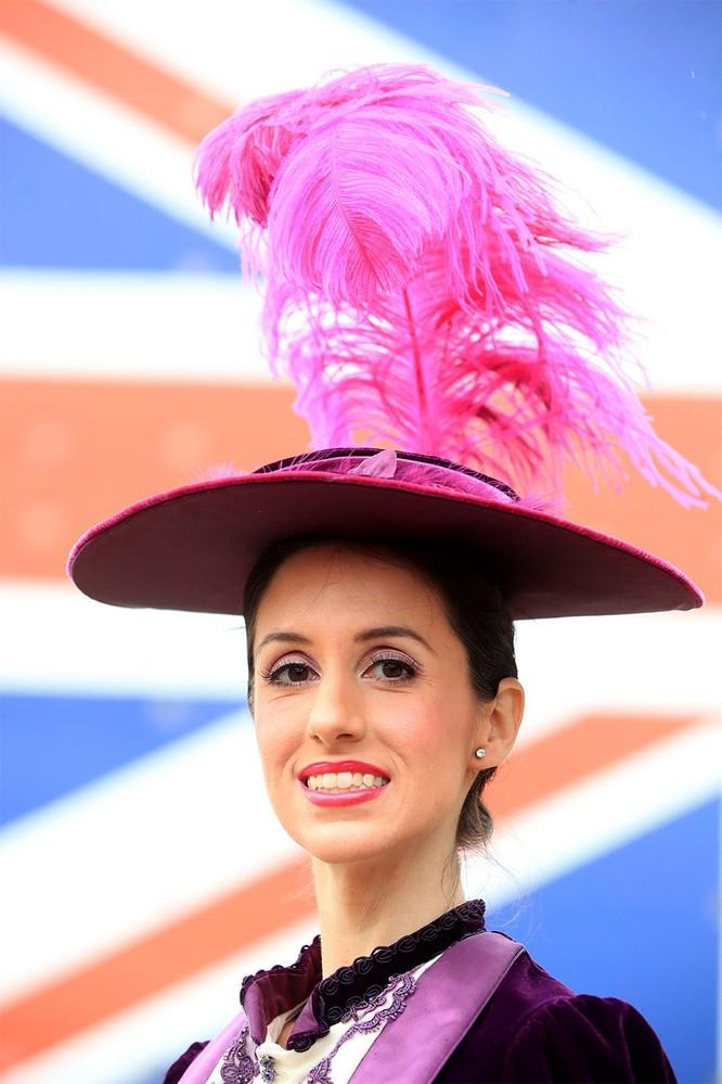 Những chiếc mũ gây ấn tượng nhất từ Royal Ascot 2019 ảnh 7