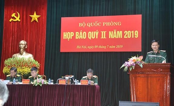 Thiếu tướng Nguyễn Văn Đức, Cục trưởng Cục Tuyên huấn, người phát ngôn Bộ Quốc phòng cung cấp thông tin tại cuộc họp báo