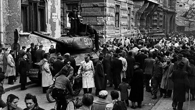 23/10/1956: Biểu tình ở Hungary biến thành bạo động