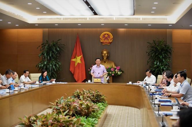 Phó Thủ tướng Vương Đình Huệ - Chủ tịch Ủy ban quốc gia về cơ chế một cửa ASEAN, một cửa quốc gia và tạo thuận lợi thương mại và logistics chủ trì cuộc họp