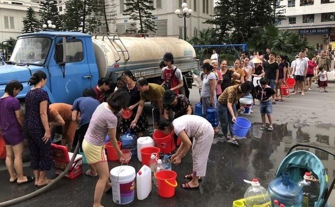 Phát hiện nước sạch sinh hoạt cấp bằng xe stec cho người dân Linh Đàm tanh, đục ảnh 1
