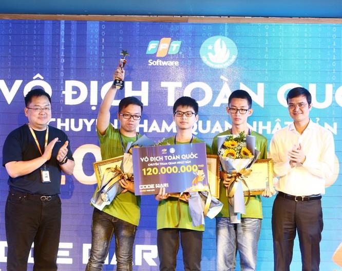 Ba sinh viên năm thứ nhất chiến thắng trong cuộc thi lập trình lớn bậc nhất Việt Nam ảnh 1