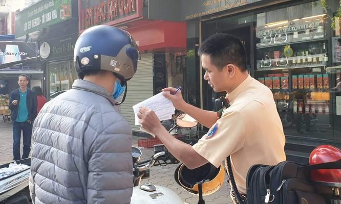 Hà Nội: Đã xử phạt hơn 800 lượt người điều khiển xe máy vượt đèn đỏ tại khu phố cổ ảnh 1