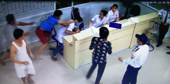 Bác sĩ bị hành hung có phần vì phương pháp làm việc, giao tiếp ứng xử chưa hợp lý ảnh 2