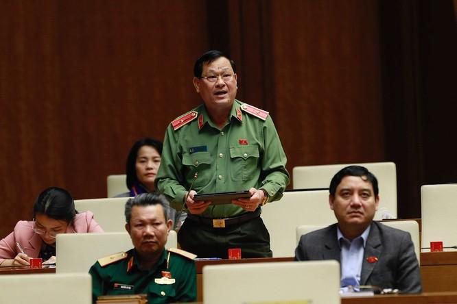 Đại biểu Nguyễn Hữu Cầu (Nghệ An).Đại biểu Nguyễn Hữu Cầu (Nghệ An).