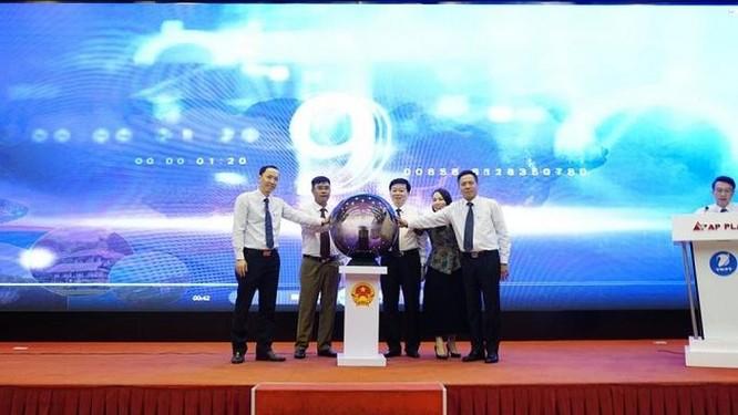 Lãnh đạo tỉnh Hòa Bình và VNPT thực hiện nghi thức khai trương Cổng du lịch thông minh