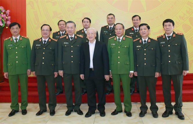 Tổng Bí thư, Chủ tịch nước Nguyễn Phú Trọng với các đại biểu tham dự Hội nghị.