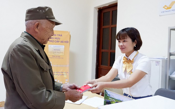 5.800 tỷ đồng đã đến tay người có công với cách mạng qua Bưu điện ảnh 2