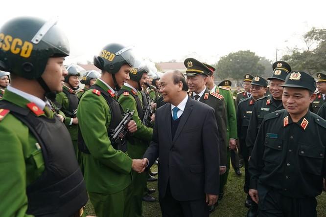 Thủ tướng thăm hỏi, động viên các chiến sĩ