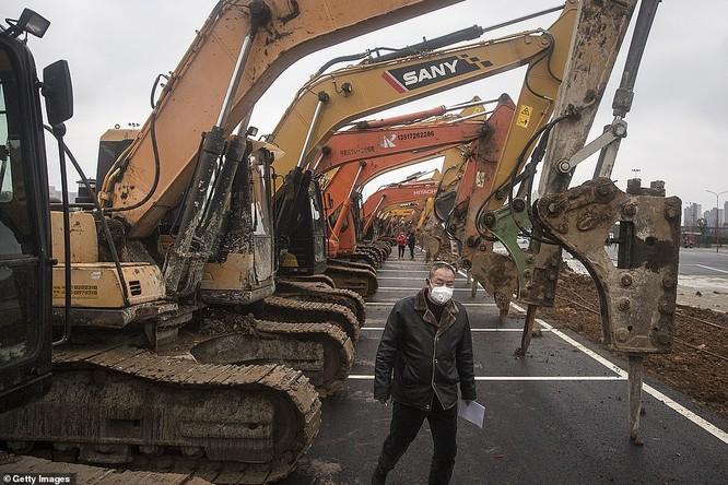 Đột nhập công trường thần tốc xây dựng bệnh viện dã chiến đối phó virus Corona mới (video) ảnh 11