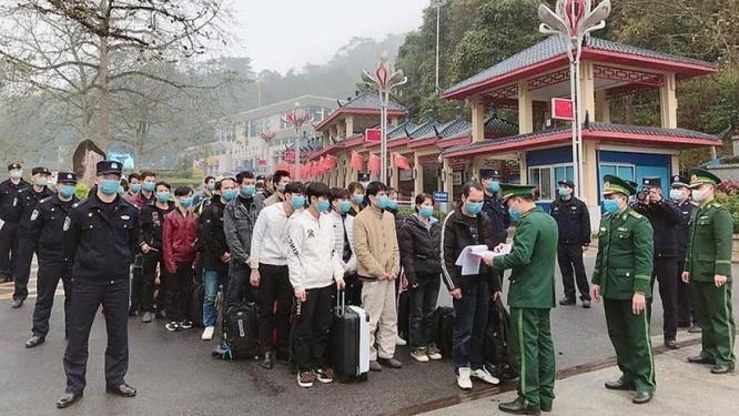 Gần 170 công dân Việt Nam được Trung Quốc bàn giao tại Lạng Sơn ảnh 1