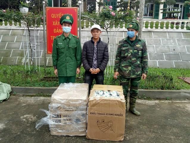 Đối tượng Chung cùng tang vật bị lực lượng Bộ đội Biên phòng Quảng Ninh bắt giữ.