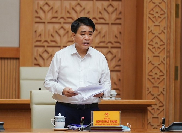 Chủ tịch UBND TP. Hà Nội Nguyễn Đức Chung báo cáo tại buổi làm việc.