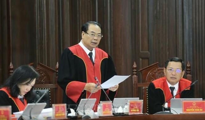 Thẩm phán Bùi Ngọc Hòa đã trình bày tờ trình về vụ án.