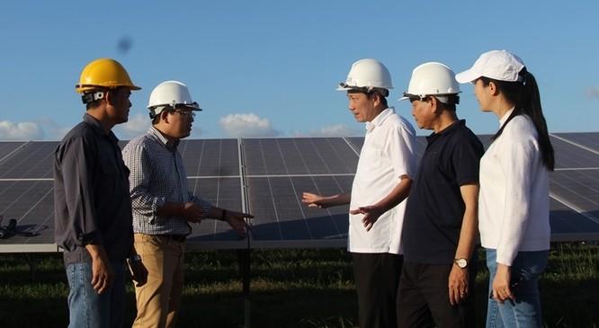 khu vực lắp hệ thống pin của Nhà máy điện mặt trời Sêrêpôk 1. Ảnh: daklak.gov.vn