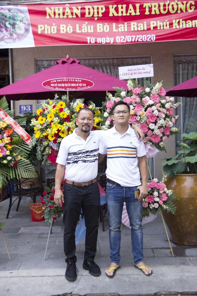 Cha con ông chủ nhà hàng Nguyễn Phú Phúc trong ngày khai trương nhà hàng tại TP. biển Nha Trang.