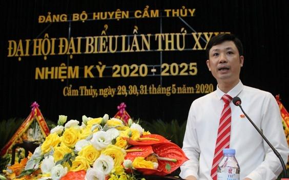 Ông Lê Văn Trung, 40 tuổi được chỉ định thôi giữ chức Bí thư Tỉnh đoàn, tham gia Ban chấp hành, Ban Thường vụ và giữ chức Bí thư Huyện ủy Cẩm Thủy, nhiệm kỳ 2020-2025. Ảnh: B.T.H