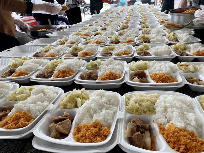 Chùm ảnh: Cận cảnh suất ăn cho người cách ly tập trung ở Vân Đồn ảnh 4