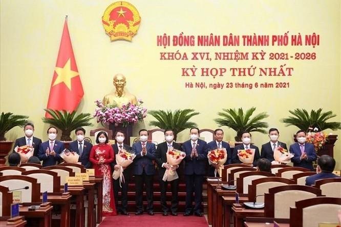 Thủ tướng Chính phủ phê chuẩn kết quả bầu chức vụ Chủ tịch và 6 Phó Chủ tịch UBND TP. Hà Nội ảnh 1