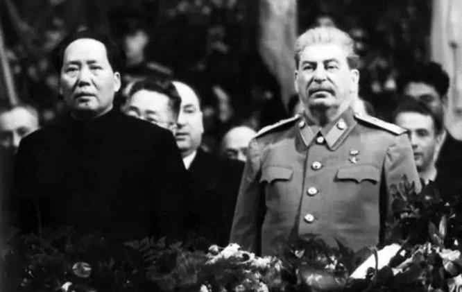 """Trung Quốc """"đau đớn"""" khi thi hài Stalin bị đưa ra khỏi lăng và muốn chuyển thi hài ông về Bắc Kinh ảnh 1"""