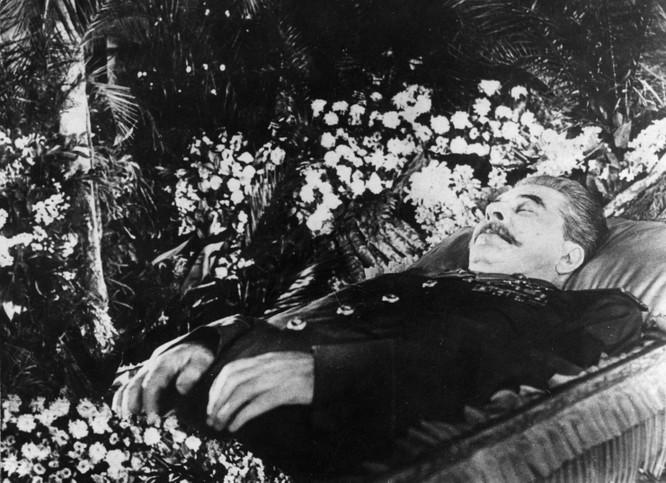 """Trung Quốc """"đau đớn"""" khi thi hài Stalin bị đưa ra khỏi lăng và muốn chuyển thi hài ông về Bắc Kinh ảnh 2"""