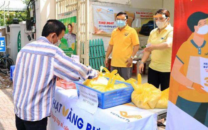 Phát 700 tấn gạo ngon hỗ trợ 233 ngàn người dân gặp khó khăn tại TP.HCM và 5 tỉnh ảnh 4