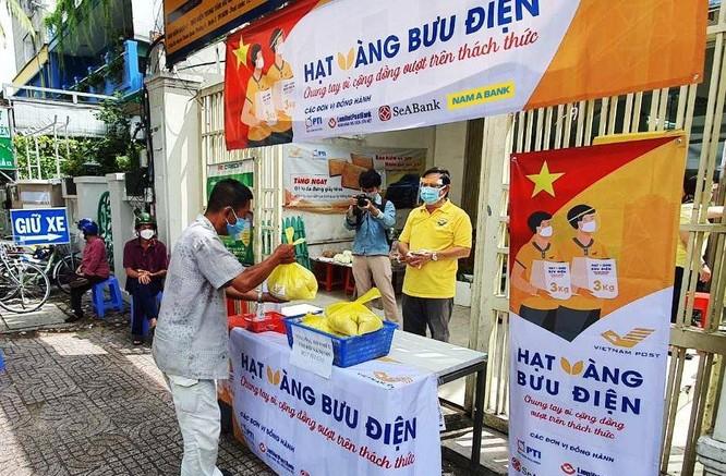 Phát 700 tấn gạo ngon hỗ trợ 233 ngàn người dân gặp khó khăn tại TP.HCM và 5 tỉnh ảnh 3