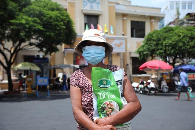 Phát 700 tấn gạo ngon hỗ trợ 233 ngàn người dân gặp khó khăn tại TP.HCM và 5 tỉnh ảnh 15