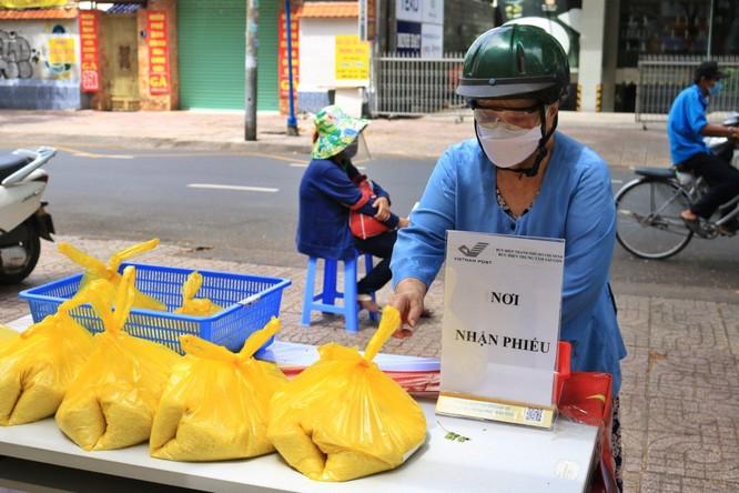 Phát 700 tấn gạo ngon hỗ trợ 233 ngàn người dân gặp khó khăn tại TP.HCM và 5 tỉnh ảnh 13