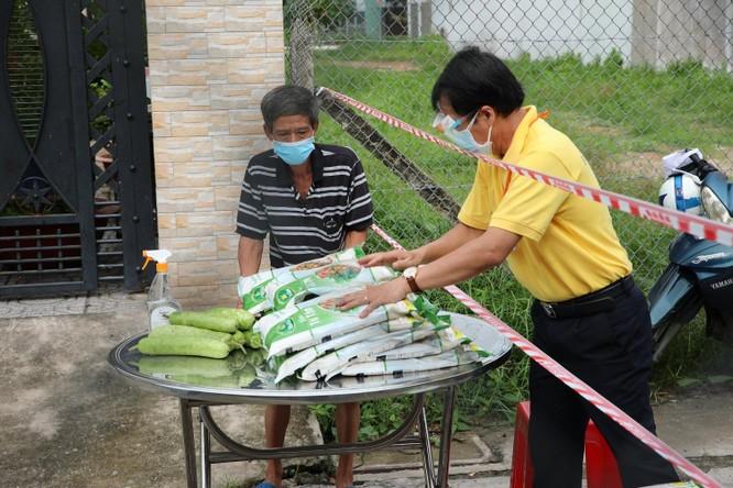 Phát 700 tấn gạo ngon hỗ trợ 233 ngàn người dân gặp khó khăn tại TP.HCM và 5 tỉnh ảnh 12