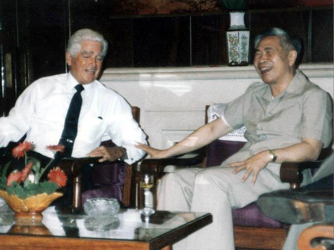 Người thay mặt Bộ Chính trị đàm phán với Mỹ về việc rút quân khỏi Campuchia ảnh 2