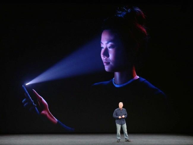 Tại sao bạn nên chọn iPhone X thay vì iPhone 8? ảnh 3